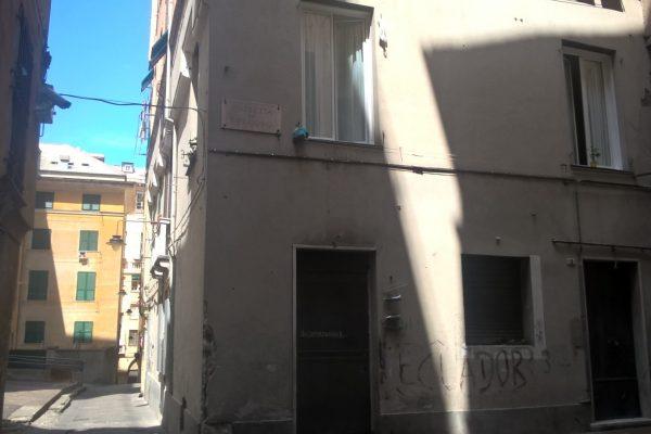 CENTRO STORICO -  Piazzetta dei Fregoso -  Locale 120 mq. + 60 mq cantina